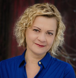 Headshot of Author Sonja Yoerg